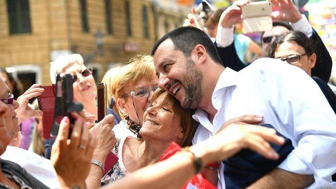 """Salvini prepara un cens de gitanos a Itàlia: """"Lamentablement ens els hem de quedar"""""""