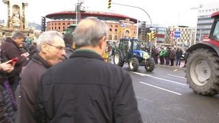 Centenars de tractors arriben a Barcelona en la marxa per la dignitat de la pagesia