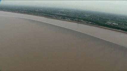 Onada de marea gegant a Qiantang, la Xina
