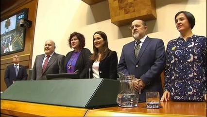 Es constitueix el parlament basc mentre PNB i socialistes negocien un govern de coalició o alguna fòrmula de col.laboració
