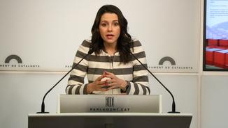 La líder de Cs, Inés Arrimadas, en roda de premsa al Parlament el 13 de marçde 2018. (Horitzontal)