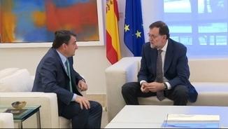 El president del grup del PNB al Congrés, Aitor Esteban, durant una trobada amb Mariano Rajoy