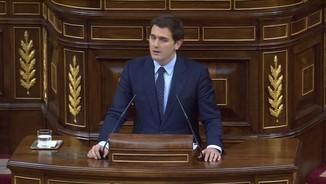 Rivera demana a Rajoy que dimiteixi i Sánchez l'acusa d'aprofitar-se del discurs del PP