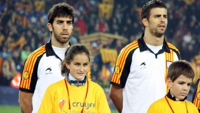 Oleguer Presas amb Gerard Piqué en un partit de la selecció catalana