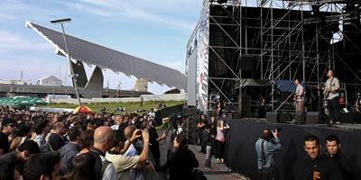 Desenes de persones disfrutant del concert de The Wave Pictures (Foto: EFE)