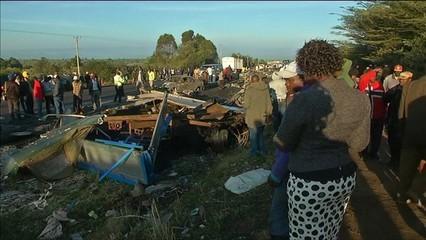 Desenes de morts en un accident de trànsit a Kènia