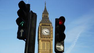 Semàfors amb indicacions diferents davant del Big Ben (Reuters)