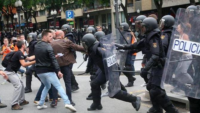 """Observadors internacionals es mostren preocupats per """"l'ús de la força"""" policial"""