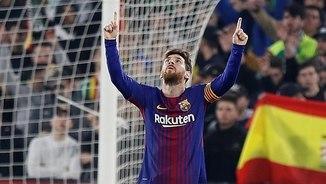 Messi celebra un dels seus dos gols al Benito Villamarín (EFE)