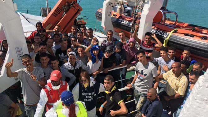 L'Open Arms desembarca les persones rescatades a Porto Empedocle, Sicília