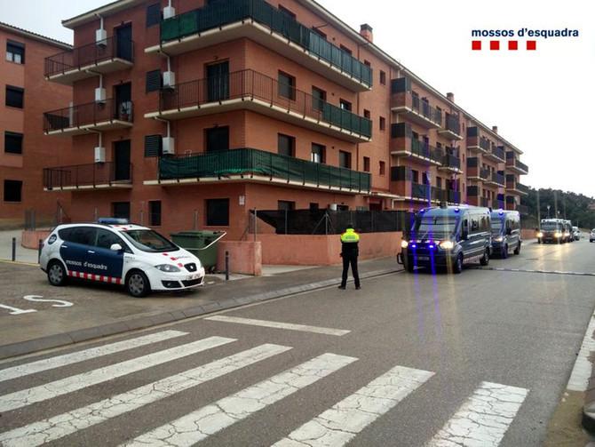 Un detingut en el desmantellament de diversos punts de venda de droga a prop d'un Institut de La Jonquera