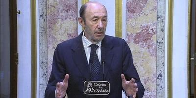 Rubalcaba accepta que el seu successor el triïn els militants si hi ha unanimitat entre els barons