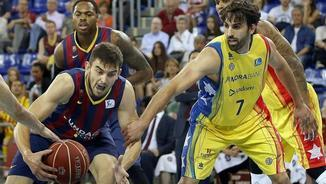 Satoransky intenta superar Sada (EFE)