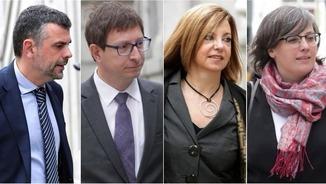 Santi Vila, Carles Mundó, Meritxell Borràs i Mireia Boia, aquest matí, quan han arribat al Suprem (EFE)