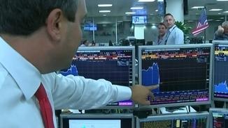 Inversors nord-americans assenyalen la caiguda de la lliura respecte el dòlar