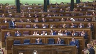 Els diputats del PP, aquest dimecres aplaudint Mariano Rajoy després de replicar a Gabriel Rufián