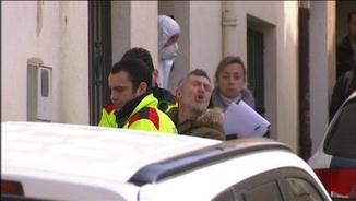 L'acusat del crim de Susqueda, Jordi Magentí, traslladat pels Mossos i proclamant la seva innocència als periodistes
