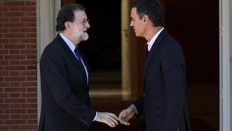 Rajoy rebent Sánchez a la Moncloa l'endemà del referèndum català (Reuters)