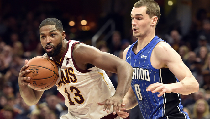 Mario Hezonja defensant Tristan Thompson (Reuters)