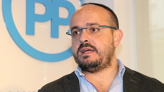 Primer pla del cap de llista del PPC per Tarragona a les eleccions del 21-D, Alejandro Fernández, durant l'entrevista amb l'ACN a la seu del partit a Tarragona. Imatge del 4 de desembre del 2017. (Hor