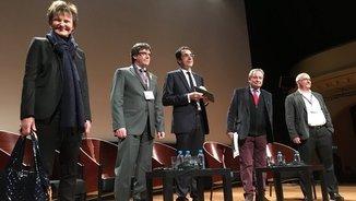 Carles Puigdemont amb els altres conferenciants al primer acte públic a Suïssa