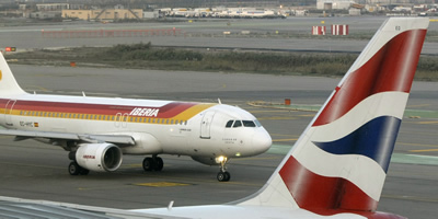 Un avió d'Iberia i un de British Airways a l'aeroport del Prat (Foto: Reuters)
