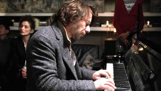 Amalric atrapat entre Gainsbourg i Cotillard