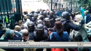 """Això deien els sindicats de la policia espanyola la setmana passada """"Aquí no se va a pegar a nadie"""" """"Jamas pegar a una abuela"""""""