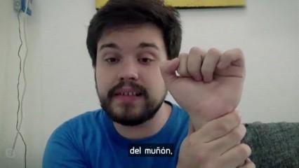 Gino Tubaro, el noi que reparteix mans al món