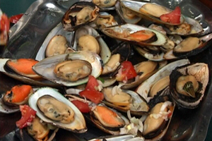 Barbecued mussels (Musclos a la barbacoa)