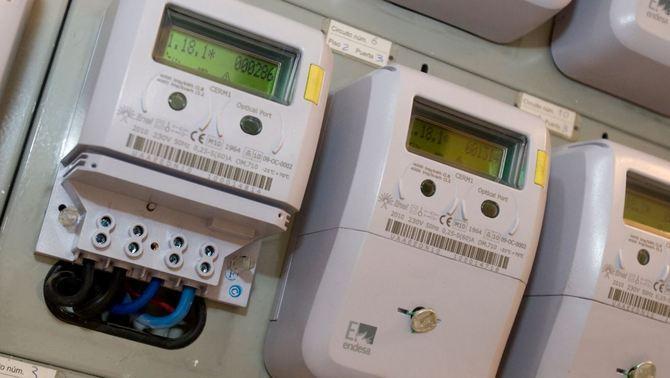 Endesa talla la llum a clients que es neguen a canviar a un comptador intel·ligent