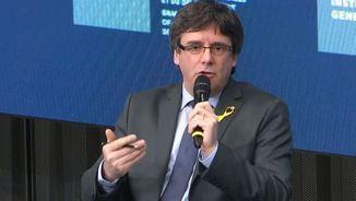 Moments de tensió a la conferència de Puigdemont entre partidaris i detractors de la independència