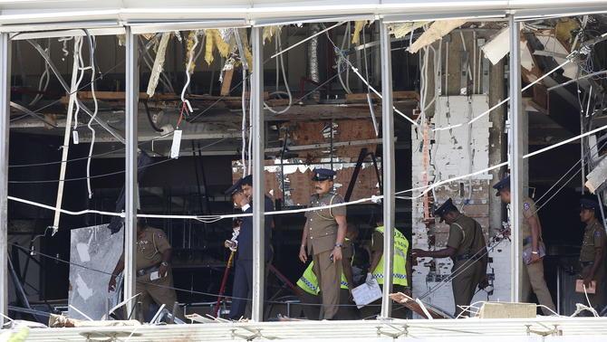 Toc de queda a Sri Lanka després de la cadena d'explosions amb més de 200 morts