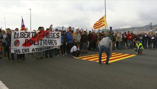Talls a carreteres en protesta per l'empresonament de membres del govern Puigdemont