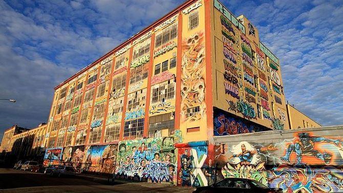 Condemnat a pagar uns 5,5 milions per esborrar els grafitis d'una fàbrica de Queens