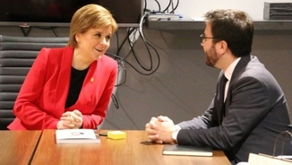 Independence campaigns in Scotland and Catalonia: siblings or distant relatives?