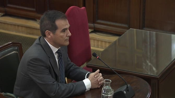 Nieto, Zoido's second in command during the 1-O events, accuses the Catalan police of having allowed the referendum