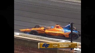 Alonso, il·lès d'un espectacular accident a les 500 Milles d'Indianapolis