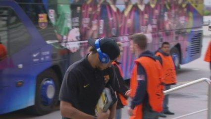 Neymar, submergit en la lectura de la Bíblia