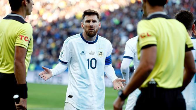 Leo Messi, expulsat per una picabaralla durant la final de consolació de la Copa Amèrica entre l'Argentina i Xile