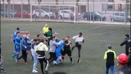Lamentable batalla campal al partit AE Bon Pastor - CD Carmelo