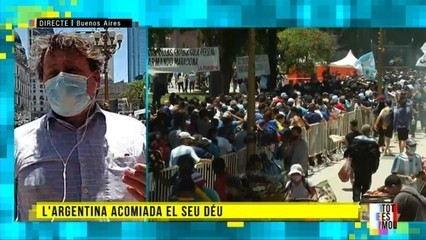 Últim adeu multitudinari a l'astre del futbol Diego Armando Maradona
