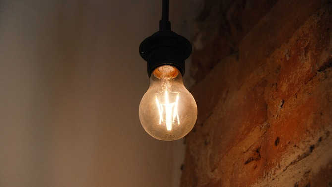 El preu majorista de la llum es manté a l'alça, per damunt dels 80 euros per MWh