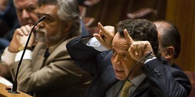 """El ministre d'Economia portuguès dimiteix penedit d'acusar de """"banyut"""" el diputat comunista"""