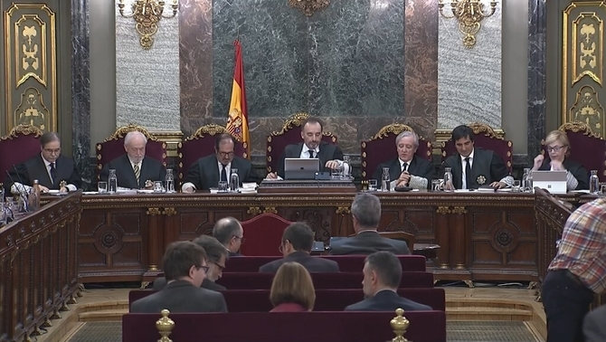 Observers accuse Marchena of overacting and question his neutrality
