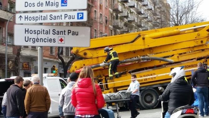 Una motorista mor atropellada per un camió grua a Barcelona