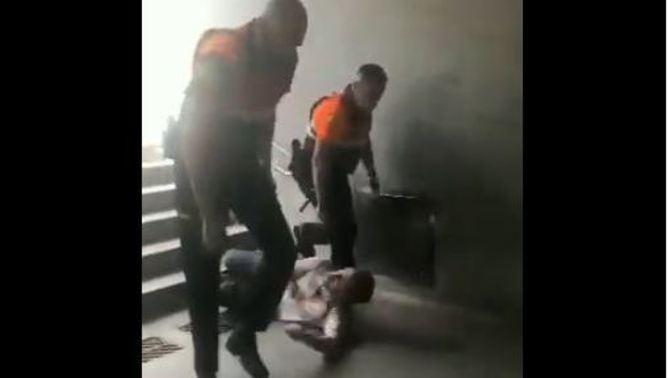 TMB obre expedient a dos vigilants per tirar escales avall un usuari a La Sagrera