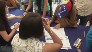 Firmes per demanar un referèndum per revocar Nicolás Maduro