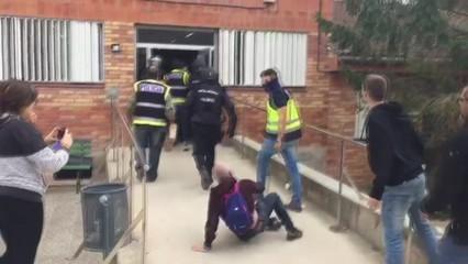Actuació policial a l'IES Caparrella de Lleida