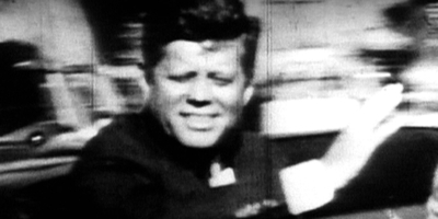 Kennedy, al cotxe Lincoln on viatjava, just abans de ser assassinat.